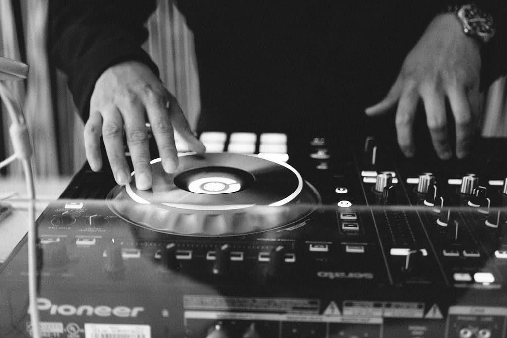 Professioneller DJ für Ihr Firmen-Event - Photo by Claudia Simchen Fotografie